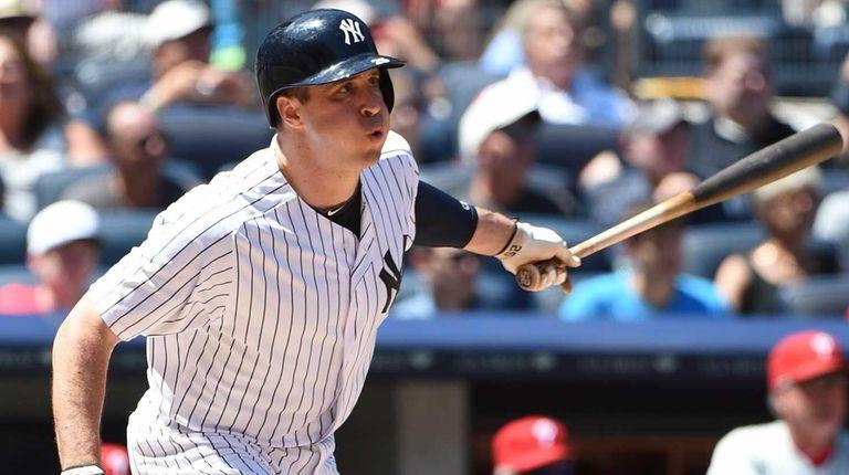 New York Yankees first baseman Mark Teixeira hits