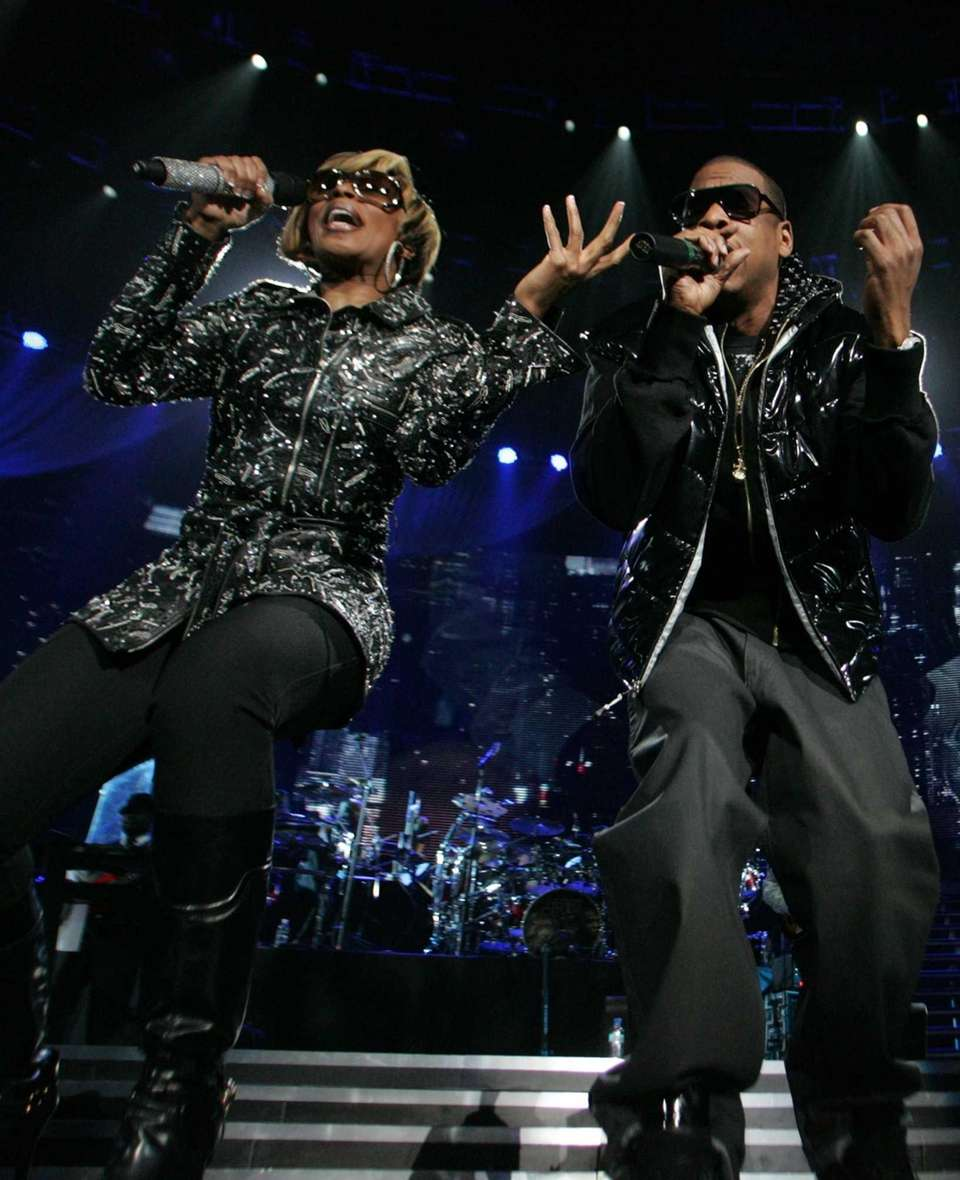Mary J. Blige and Jay Z perform during