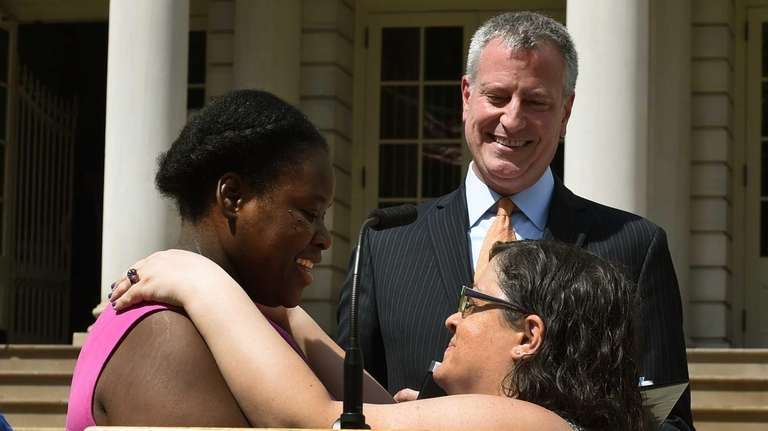 New York City Mayor Bill de Blasio officiates