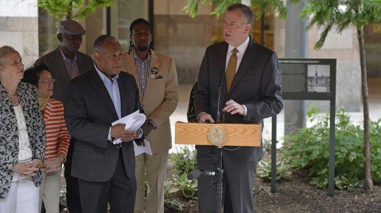 New York City Mayor Bill de Blasio offers