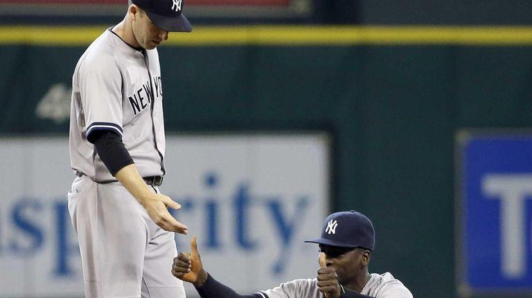 Yankees second baseman Stephen Drew, left, reaches to