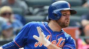 Mets first baseman Lucas Duda connects against the