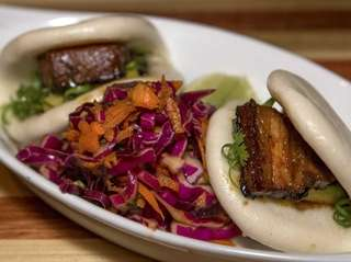 Steamed pork buns with red cabbage and carrot