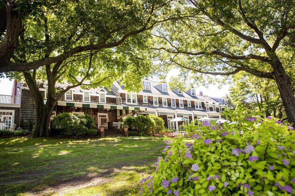 The Ram's Head Inn (108 Ram Island Dr.,
