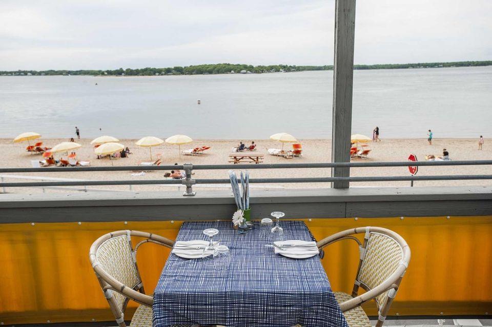 Highlights of Sunset Beach Hotel: As befits the
