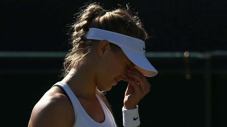 Eugenie Bouchard reacts against Ying-Ying Duan during their