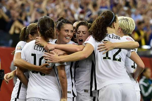 USA's Carli Lloyd, No. 10, celebrates with teammates
