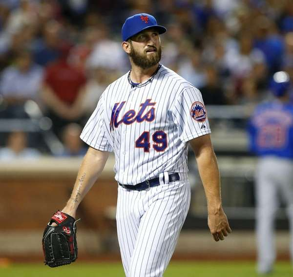 Jonathon Niese of the New York Mets walks