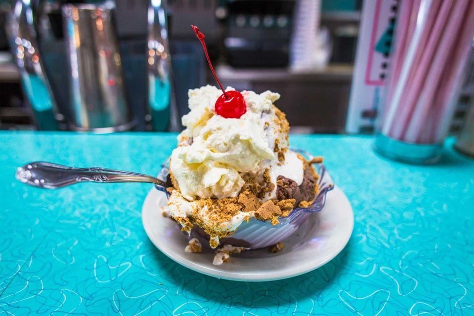 Krisch's Restaurant & Ice Cream Parlour (11 Central