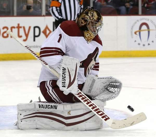 Phoenix Coyotes goalie Thomas Greiss, of Germany, makes
