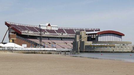 The Nikon-Jones Beach Theater on Thursday, June 25,