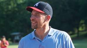 Atlanta Brave legend John Smoltz surprises fans in