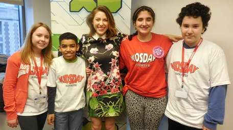 Actress Eden Sher with Kidsday reporters from John