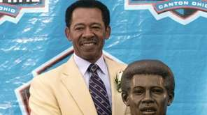 Former Detroit Lions tight end Charlie Sanders stands
