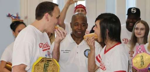 Brooklyn Borough President Eric Adams watches Joey Chestnut,