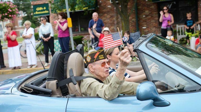 World War II veteran William Lauder, of Amityville,