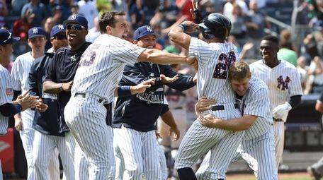 New York Yankees first baseman Mark Teixeira, left,