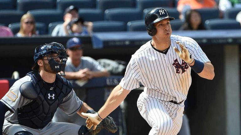 New York Yankees first baseman Mark Teixeira doubles