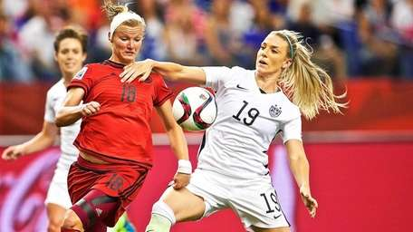 USA's defender Julie Johnston, right, fends off Germany's