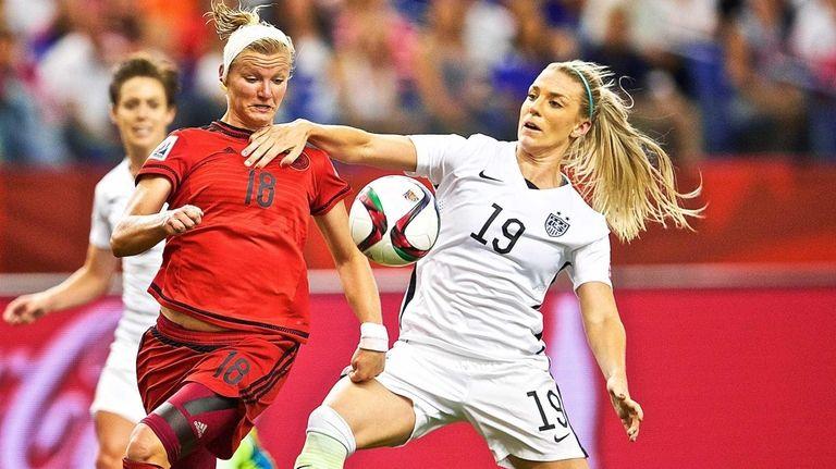 USA's defender Julie Johnston, right, fends off Germany's