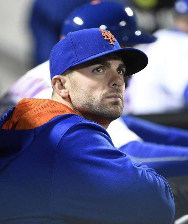 New York Mets third baseman David Wright looks