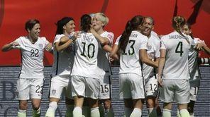 United States players celebrate after Carli Lloyd (10)