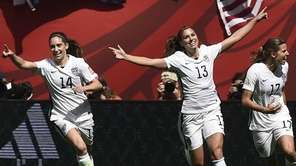 USA midfielder Carli Lloyd (10) celebrates her goal