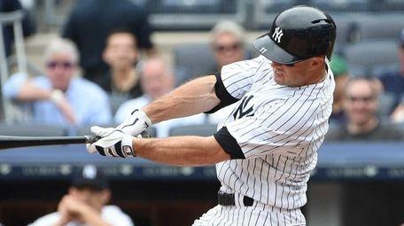 New York Yankees leftfielder Brett Gardner hits a