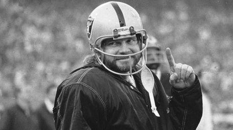 Oakland Raiders quarterback Ken Stabler smiles for photographers