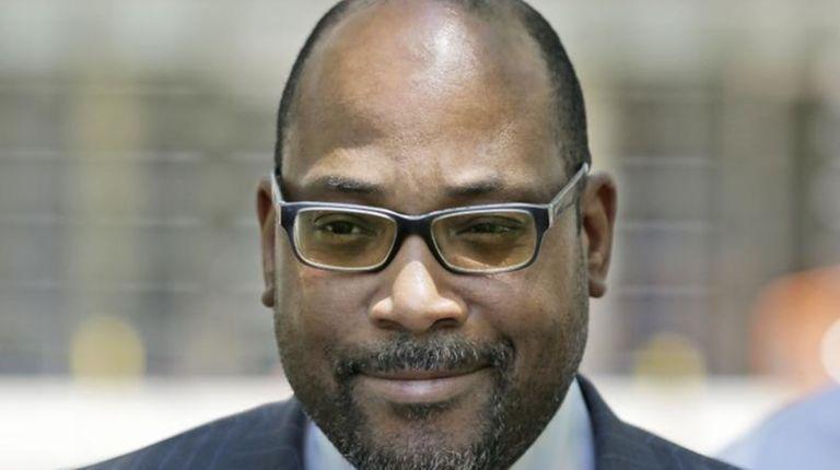 New York state Sen. John Sampson leaves federal