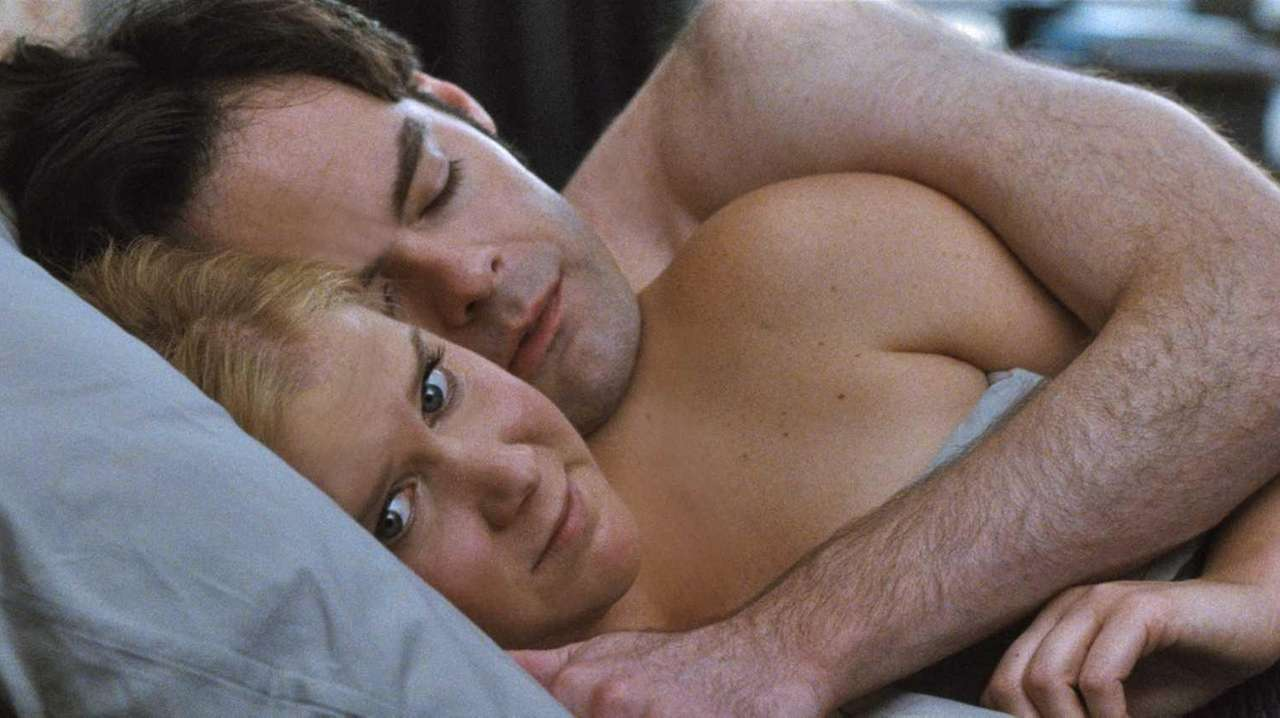 Amy (Amy Schumer) with Aaron (Bill Hader) in
