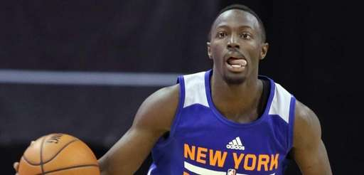 New York Knicks' Jerian Grant dribbles the ball