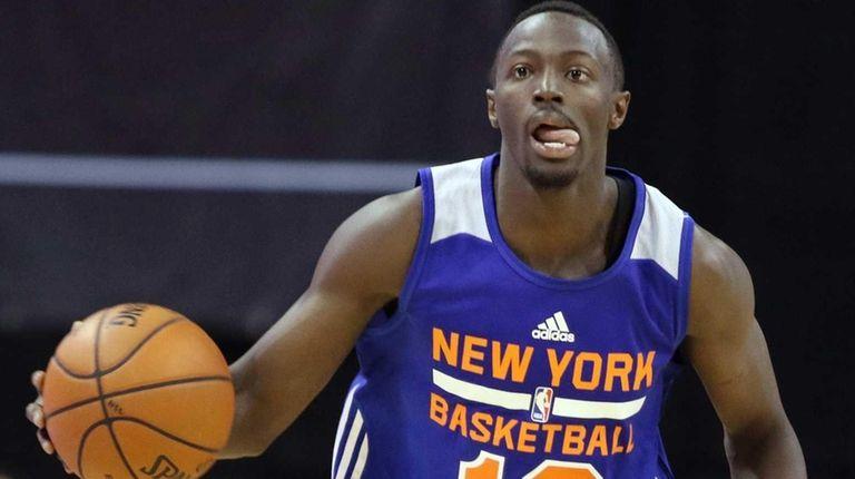New York Knicks' Jerian Grant dribbles the ball