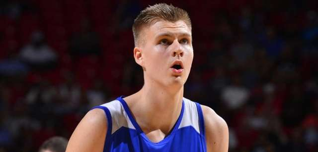 Kristaps Porzingis of the New York Knicks prepares