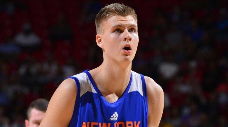 Kristaps Porzingis of the New York Knicks prepares