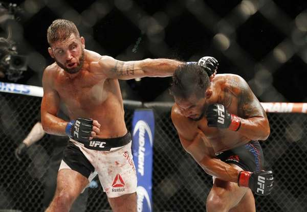 Jeremy Stephens, left, hits Dennis Bermudez during their