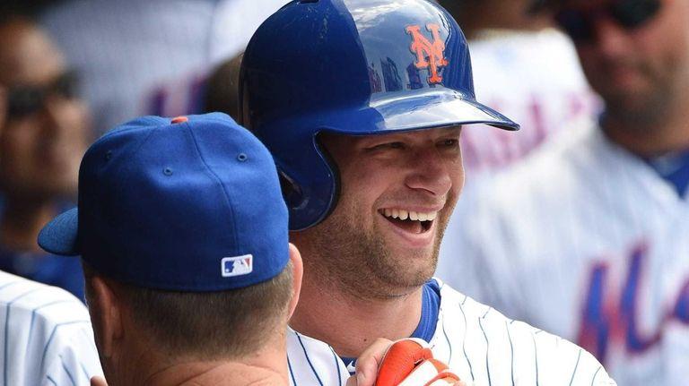New York Mets leftfielder Kirk Nieuwenhuis is greeted