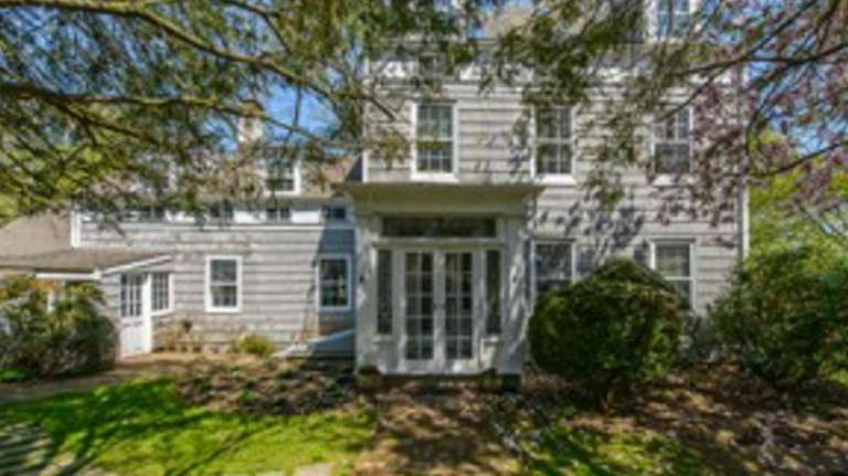 The owner of this six-bedroom Oyster Bay house