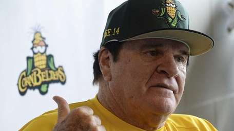 Pete Rose answers questions during a news conference