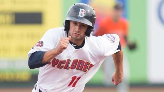 Vinny Siena of the Brooklyn Cyclones rounds second