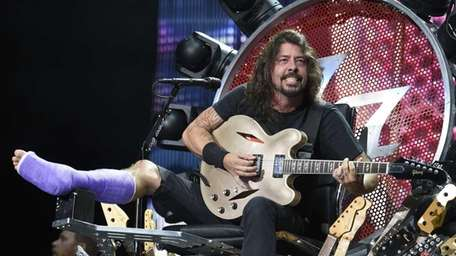 FThe Foo Fighters' Dave Grohl performs with a