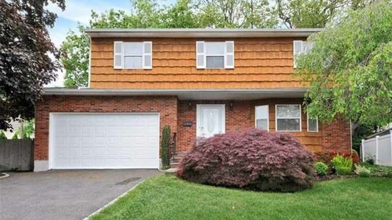 This house at 1 Fams Ct., Old Bethpage,