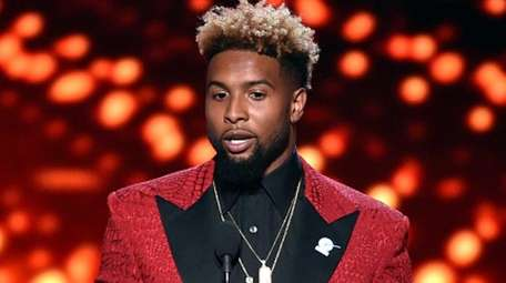 The Giants' Odell Beckham Jr. accepts the award