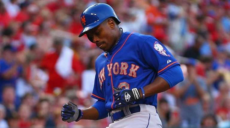 Curtis Granderson of the Mets crosses home plate