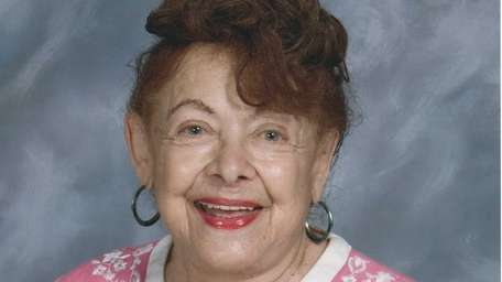 Stella Pandell Russell, a former art professor at
