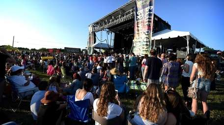 Fans cheer at the Great South Bay Music