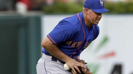Mets leftfielder Michael Cuddyer bobbles a ball hit