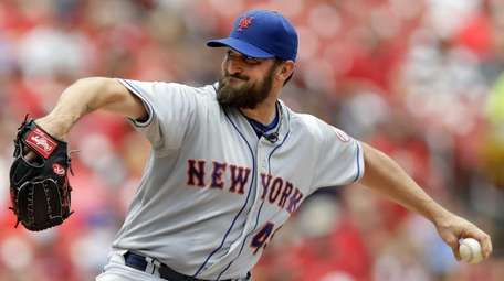 Mets starting pitcher Jonathon Niese throws during the