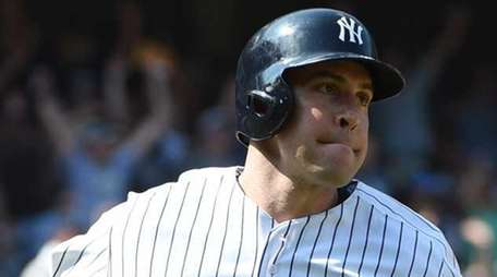 Yankees first baseman Mark Teixeira runs on his