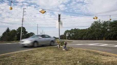A car enters a turning lane to make